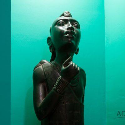 Uniglobe-Statue